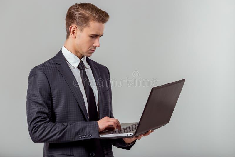 Jeune homme d'affaires réussi photographie stock