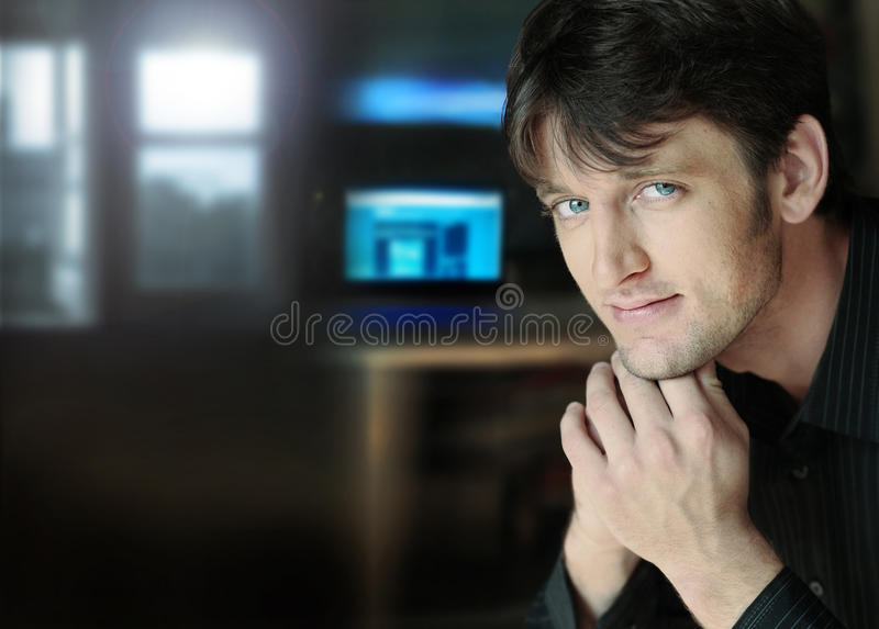 Jeune homme d'affaires relaxed image stock
