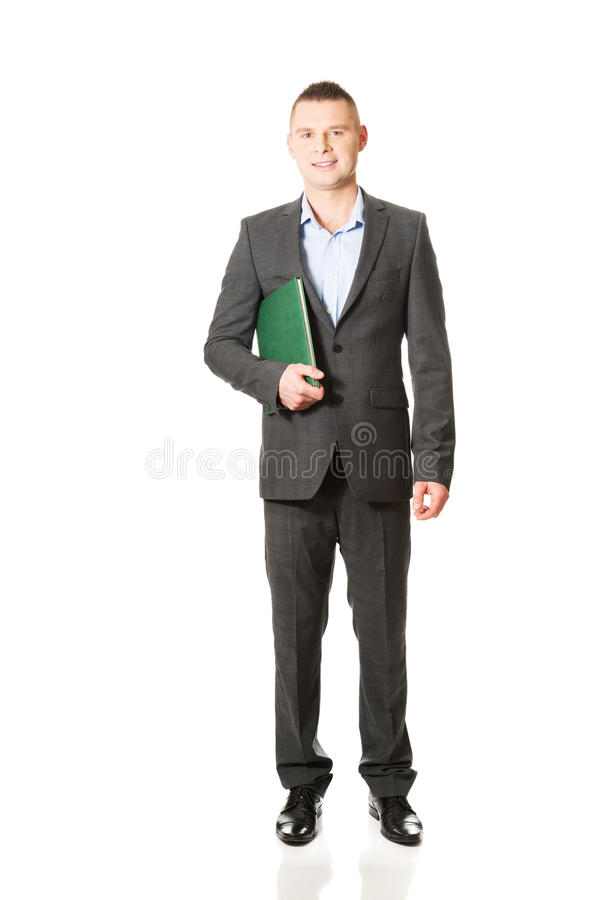 Jeune homme d'affaires tenant son carnet photo stock