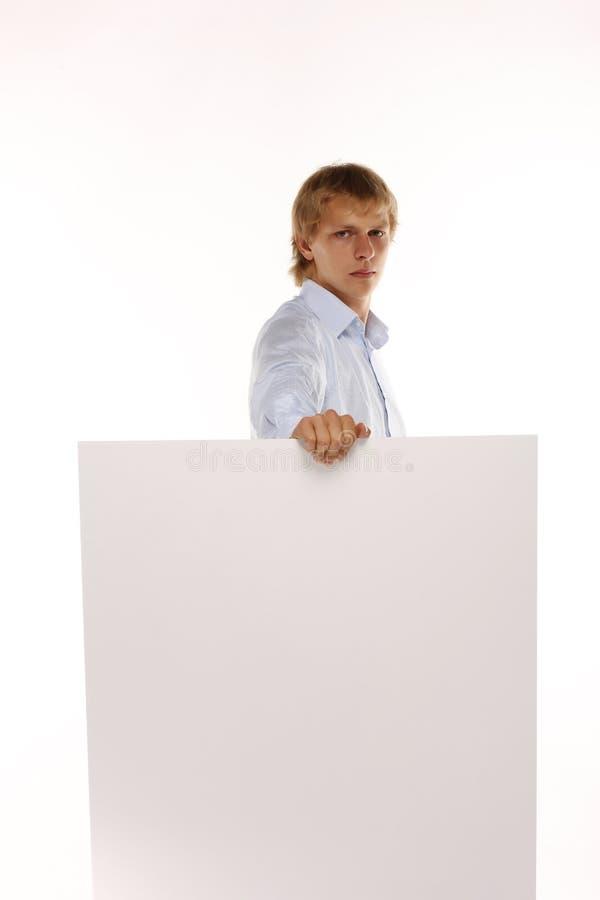 Jeune homme d'affaires tenant une carte blanche photo libre de droits