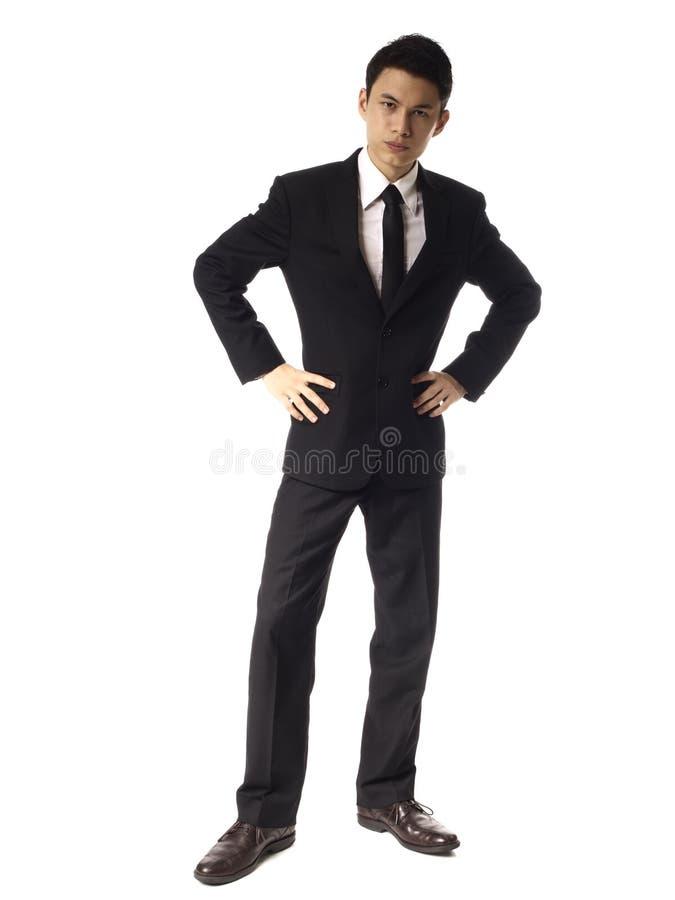 Jeune homme de corporation asiatique avec le regard sérieux au-dessus de W image libre de droits