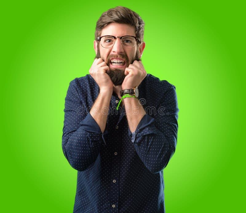 Jeune homme de hippie avec la barbe et la chemise image libre de droits