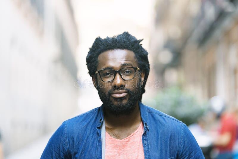 Jeune homme de la rue africain beau photo libre de droits