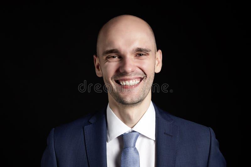 Jeune homme de sourire image stock