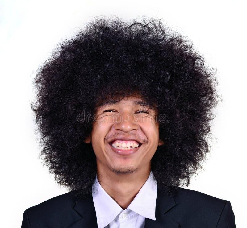 Jeune homme de sourire avec de longs cheveux photo stock