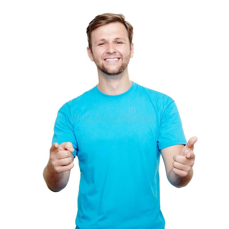 Jeune homme de sourire se dirigeant à l'appareil-photo image libre de droits