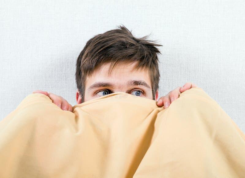 Jeune homme effray? photo libre de droits