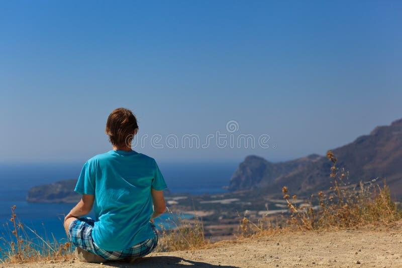 Jeune homme en vacances en Crète photographie stock