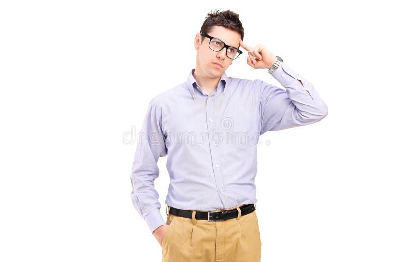Jeune homme essayant de se rappeler quelque chose photographie stock libre de droits