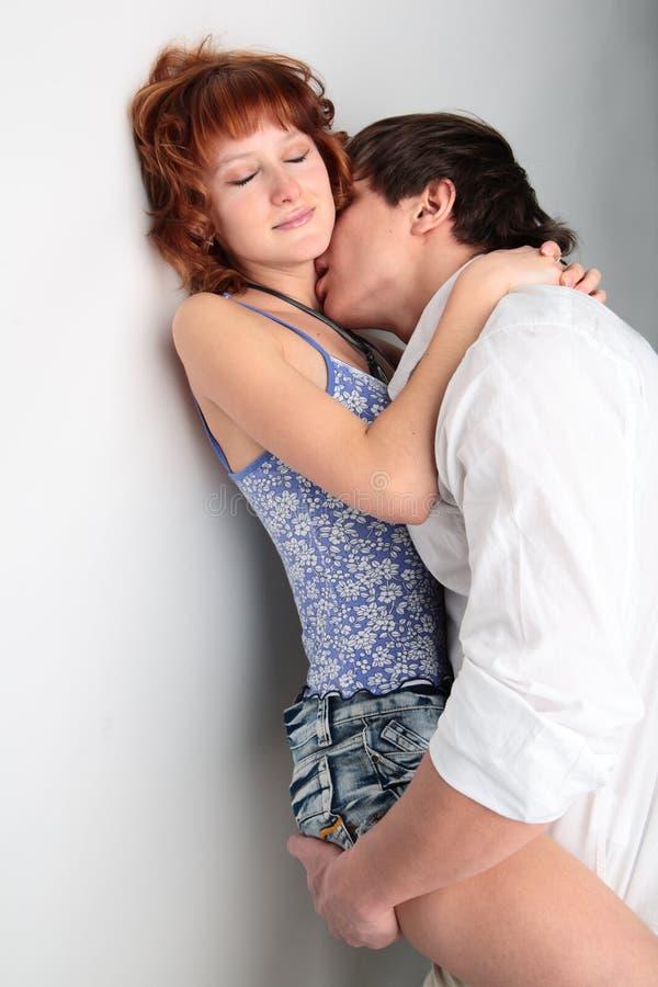 Jeune homme et femme de couples photo stock