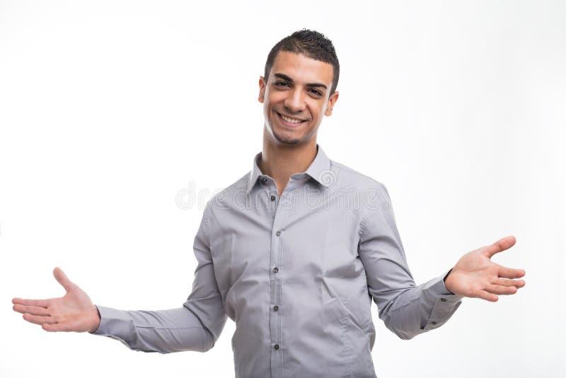 Jeune homme gai avec le geste ouvert de bras image libre de droits