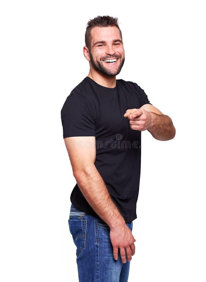 Jeune homme heureux dans un T-shirt noir images libres de droits