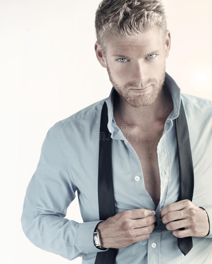 Jeune homme hunky d'affaires image stock