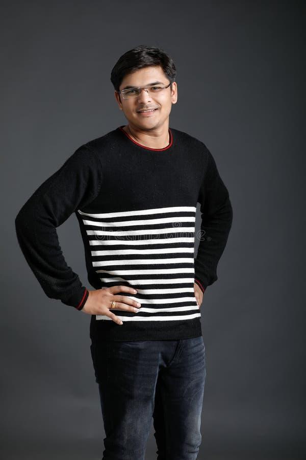 Jeune homme indien images stock