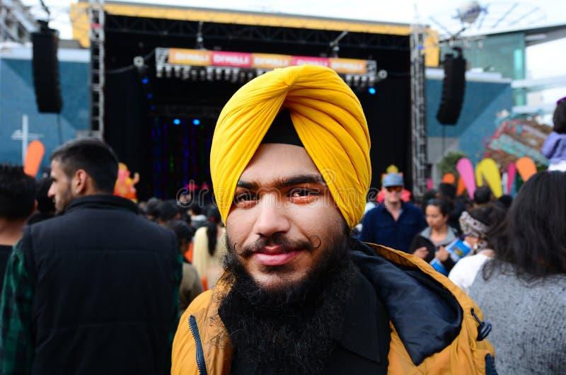 Jeune homme indien célébrant le festival de Diwali à Auckland, nouveau Zea photos stock