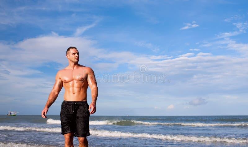 Jeune homme intense photos stock