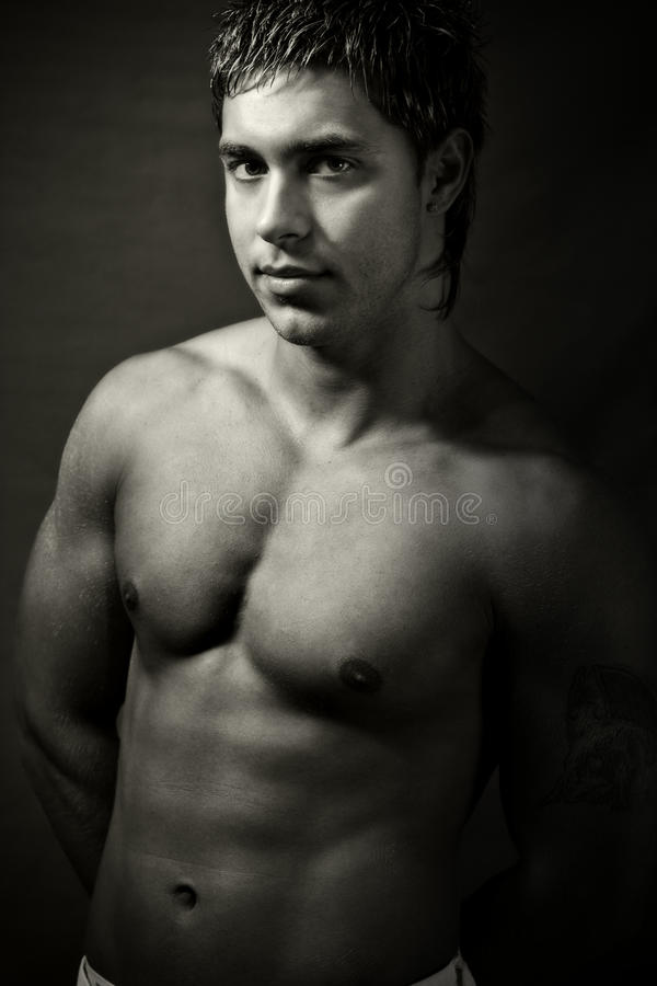 Jeune homme musculaire bel sexy photographie stock