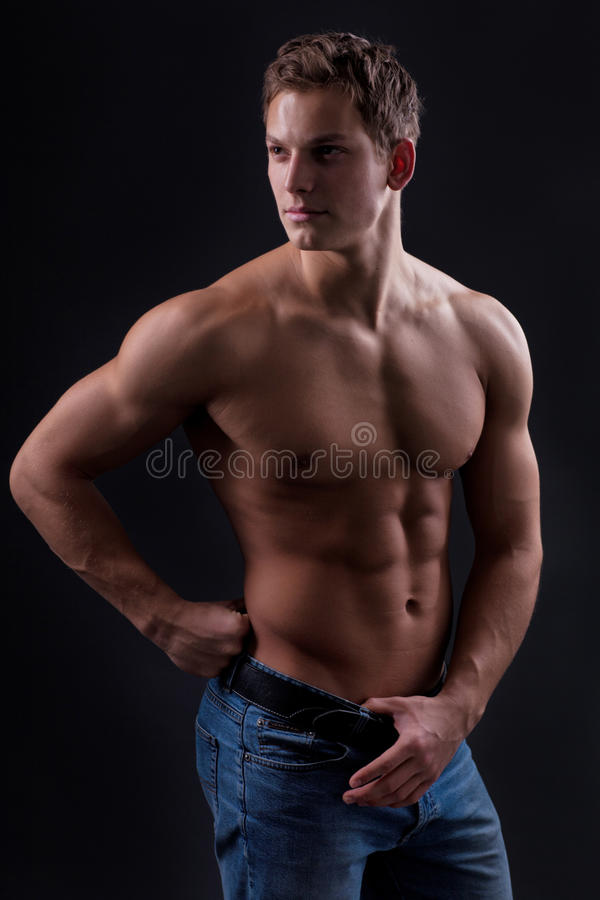 Bodybuilder homme nu photo