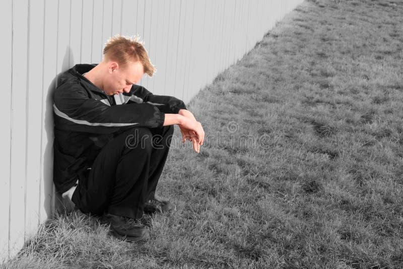 Jeune homme préoccupé photographie stock