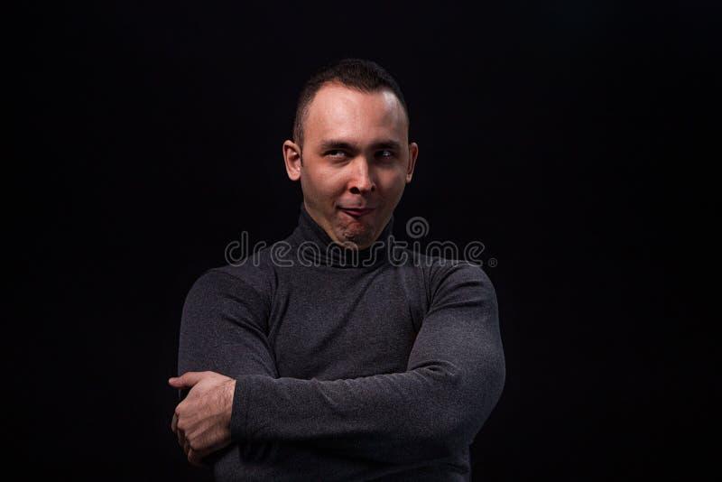 Jeune homme sceptique photo libre de droits