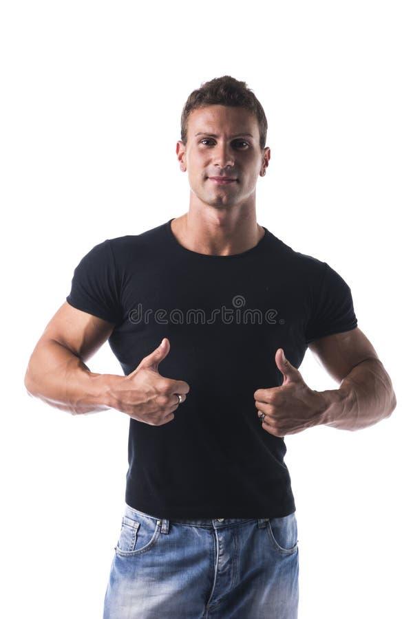 Jeune homme sportif et attirant avec le pouce faisant le signe CORRECT photos libres de droits
