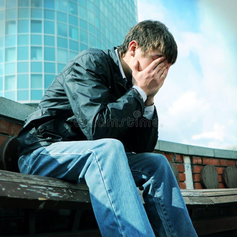 Download Jeune homme triste photo stock. Image du tête, mélancolie - 45367410
