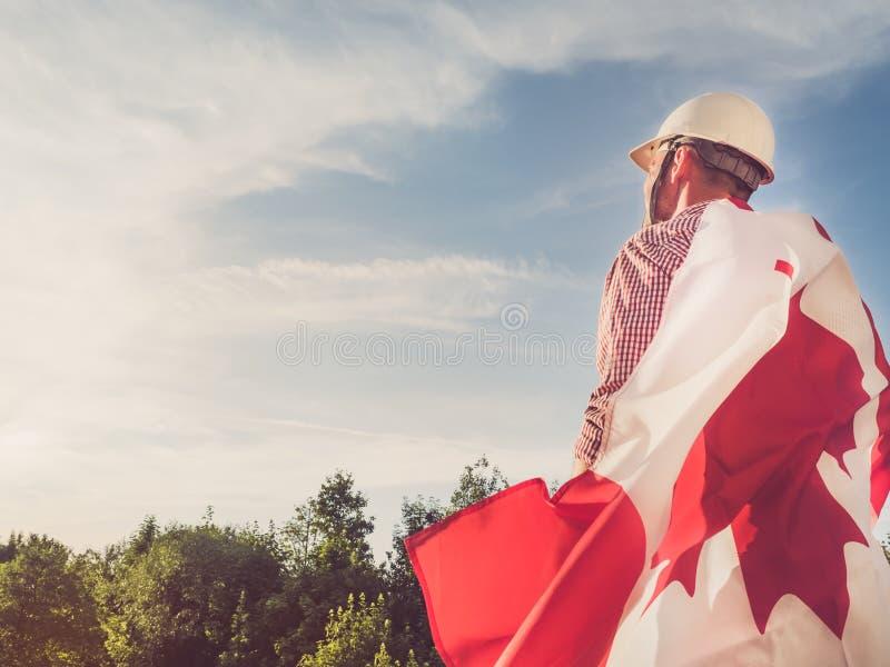 Jeune ingénieur, masque blanc et drapeau canadien photos libres de droits