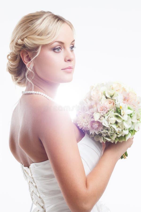 Download Jeune jeune mariée image stock. Image du charme, vêtement - 45361803