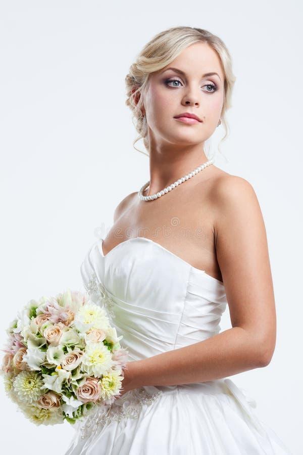 Download Jeune jeune mariée image stock. Image du femelle, visage - 45361805