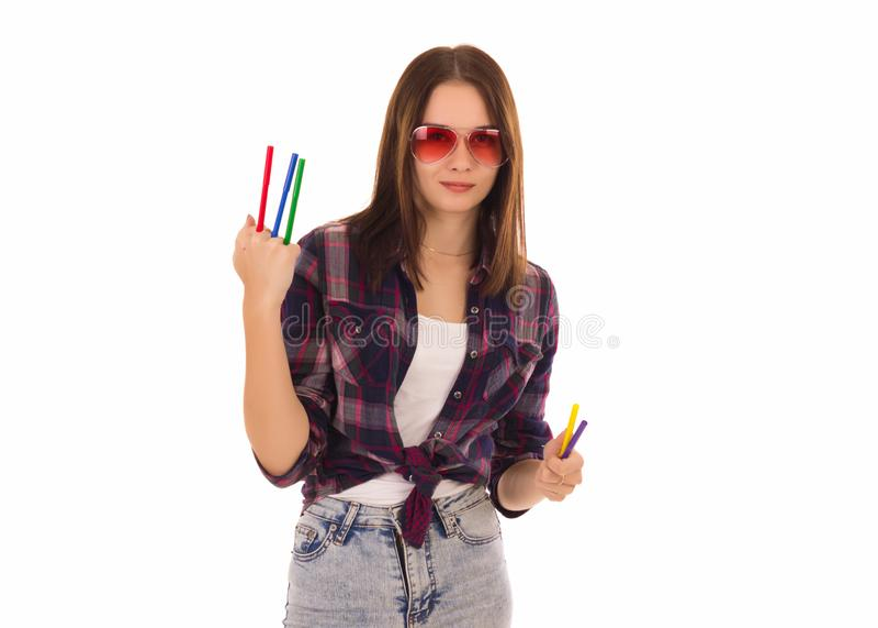 Jeune jolie femme avec des marqueurs, d'isolement photo libre de droits