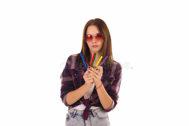 Jeune jolie femme avec des marqueurs, d'isolement photos stock