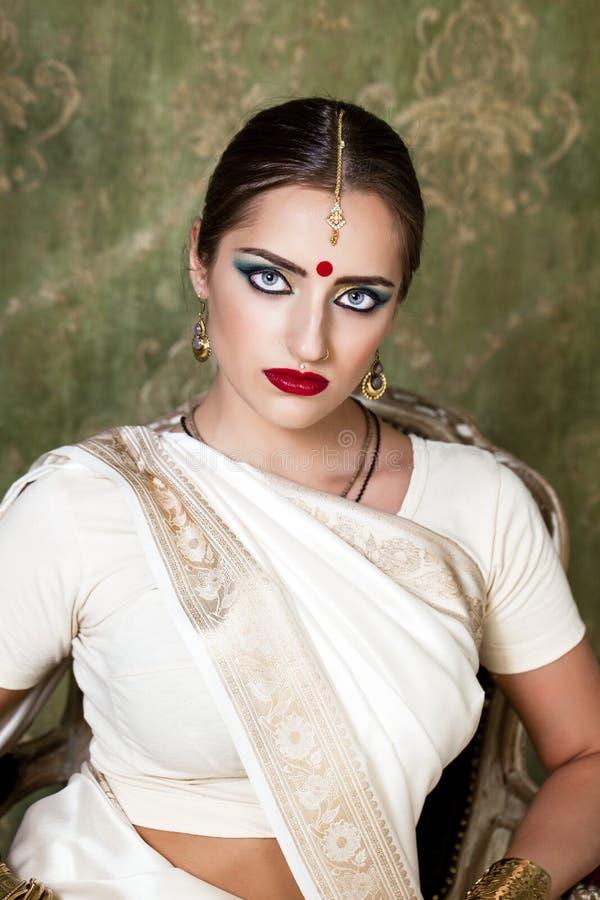 Fille blanche en Inde
