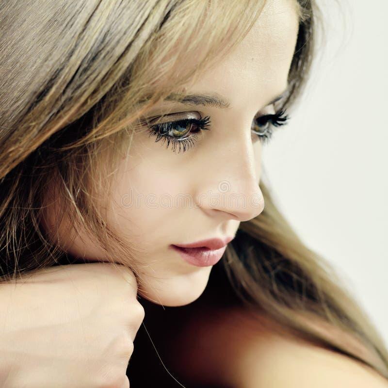 Jeune jolie fille sensuelle photos stock