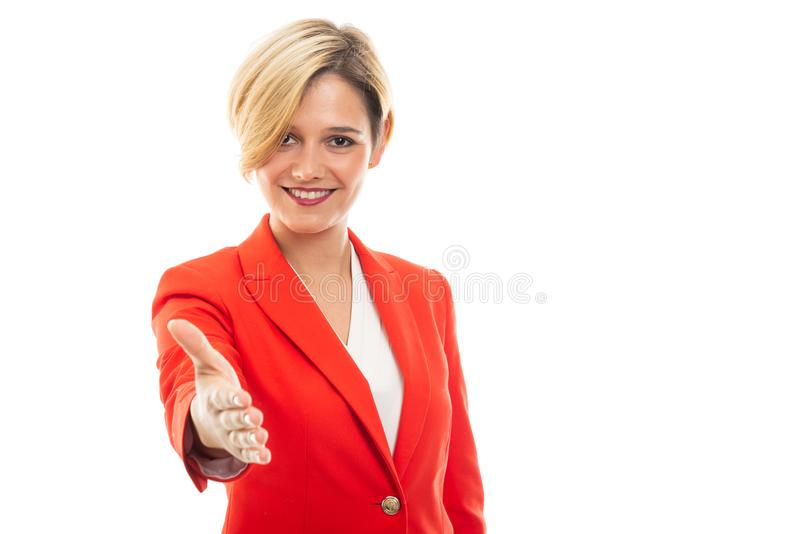Jeune jolie secousse de offre de main de femme d'affaires photo stock