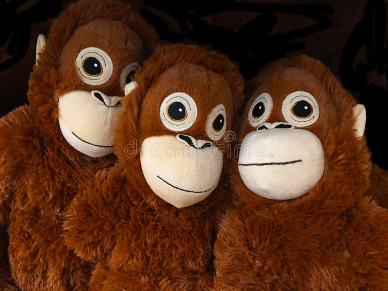 jeune jouet d'orang-outan pour l'enfant photos stock