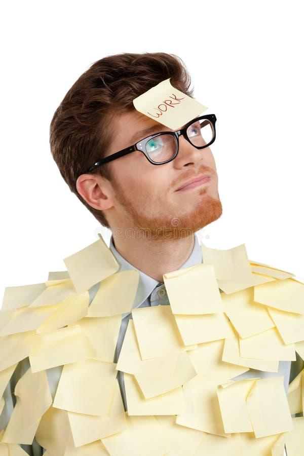 Jeune mâle avec une note collante sur son visage, couvert de collants jaunes image stock