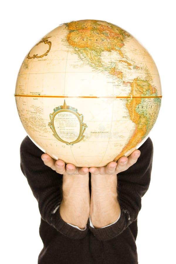 Jeune mâle retenant un globe de la terre photographie stock