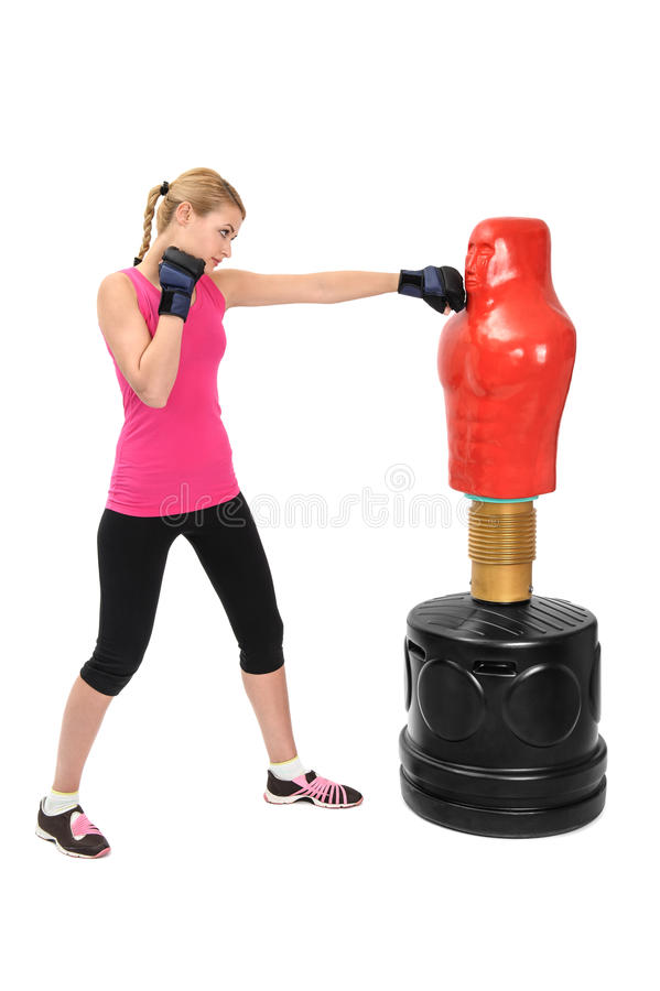Jeune Madame de boxe avec le mannequin opposé de sac de corps photographie stock libre de droits