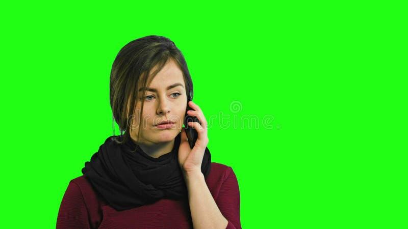 Jeune Madame fâchée Talking au téléphone photos libres de droits