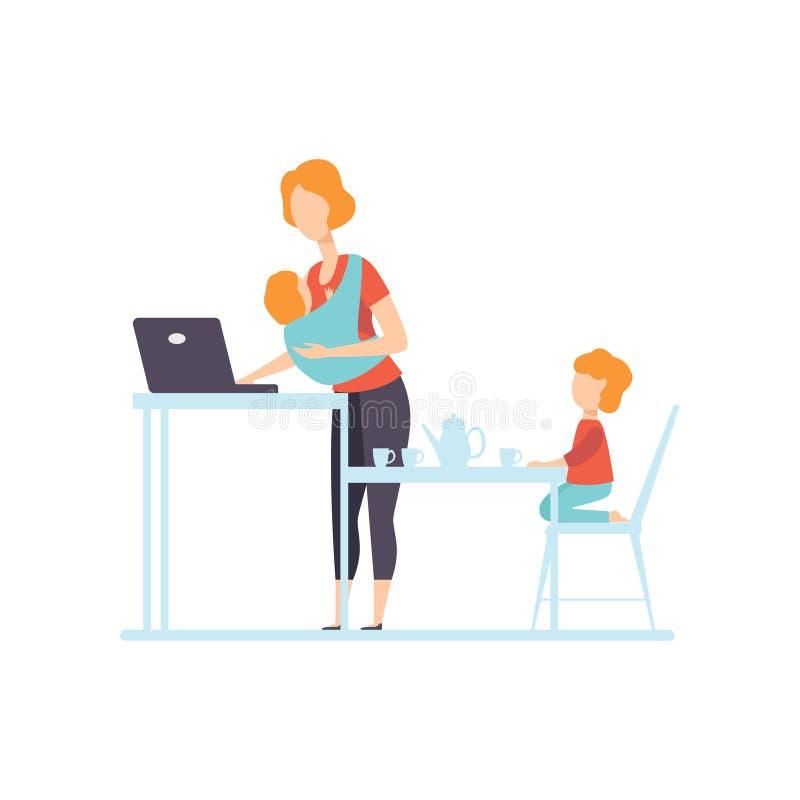 Jeune maman avec le bébé dans le fonctionnement de bride sur l'ordinateur portable, sa fille plus âgée jouant à côté de elle, ind illustration de vecteur