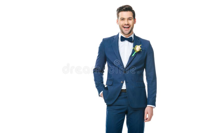 Jeune marié beau dans le costume d'isolement sur le blanc photos stock