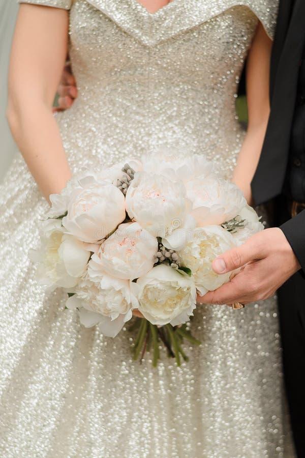 Jeune mariée à une cérémonie l'épousant photographie stock libre de droits