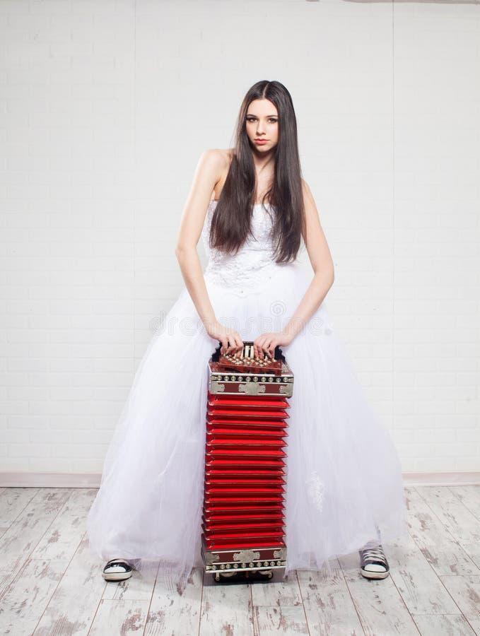 Jeune mariée d'emballement photo libre de droits