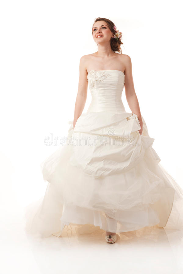 Jeune mariée de marche heureuse photographie stock