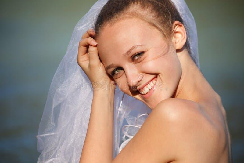 Jeune mariée de sourire photos libres de droits