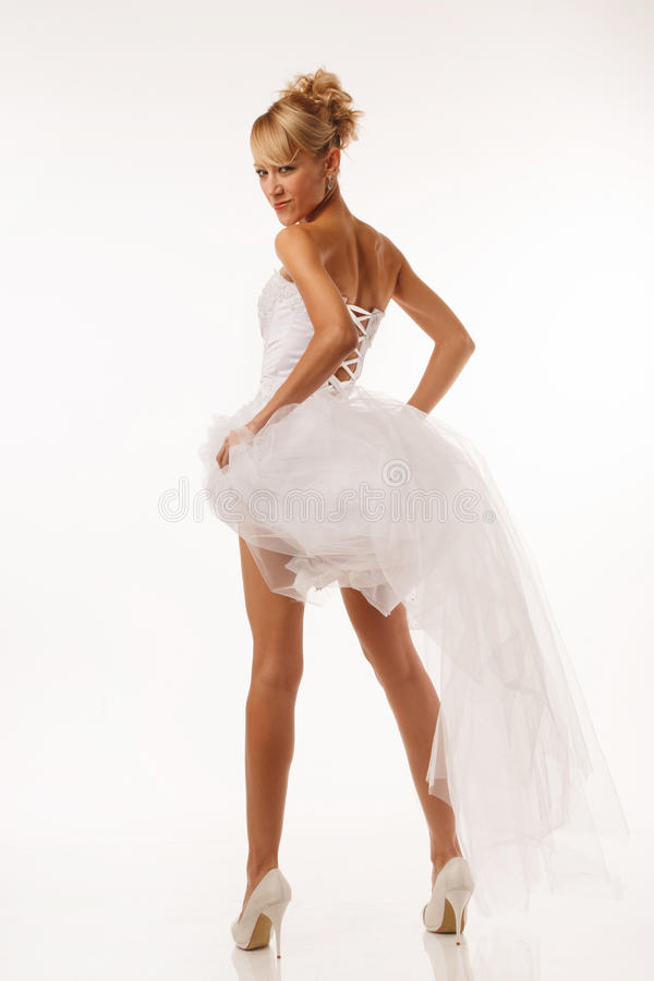 Jeune mariée debout fascinante photo libre de droits