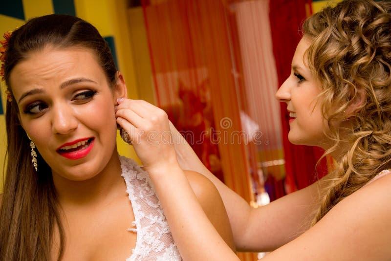 Jeune Mariée Et Demoiselle D Honneur Photos stock