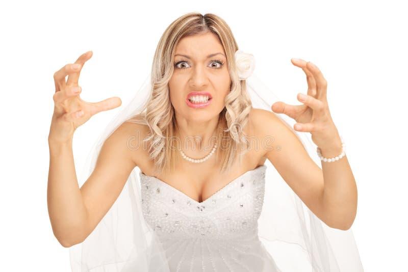 Jeune mariée fâchée menaçant d'étrangler quelqu'un images libres de droits