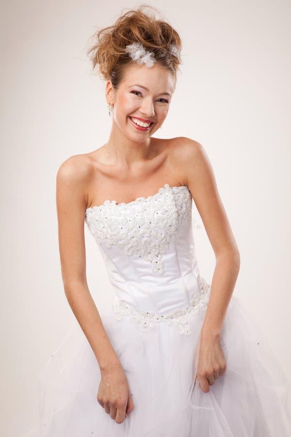 Jeune mariée heureuse photos stock