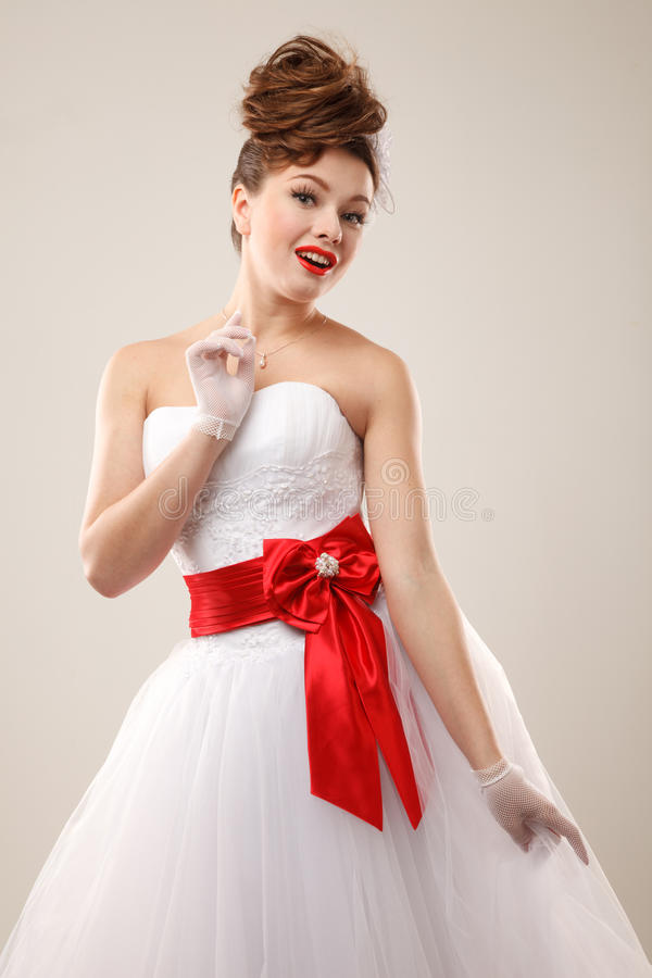 Jeune mariée heureuse de goupille- image libre de droits